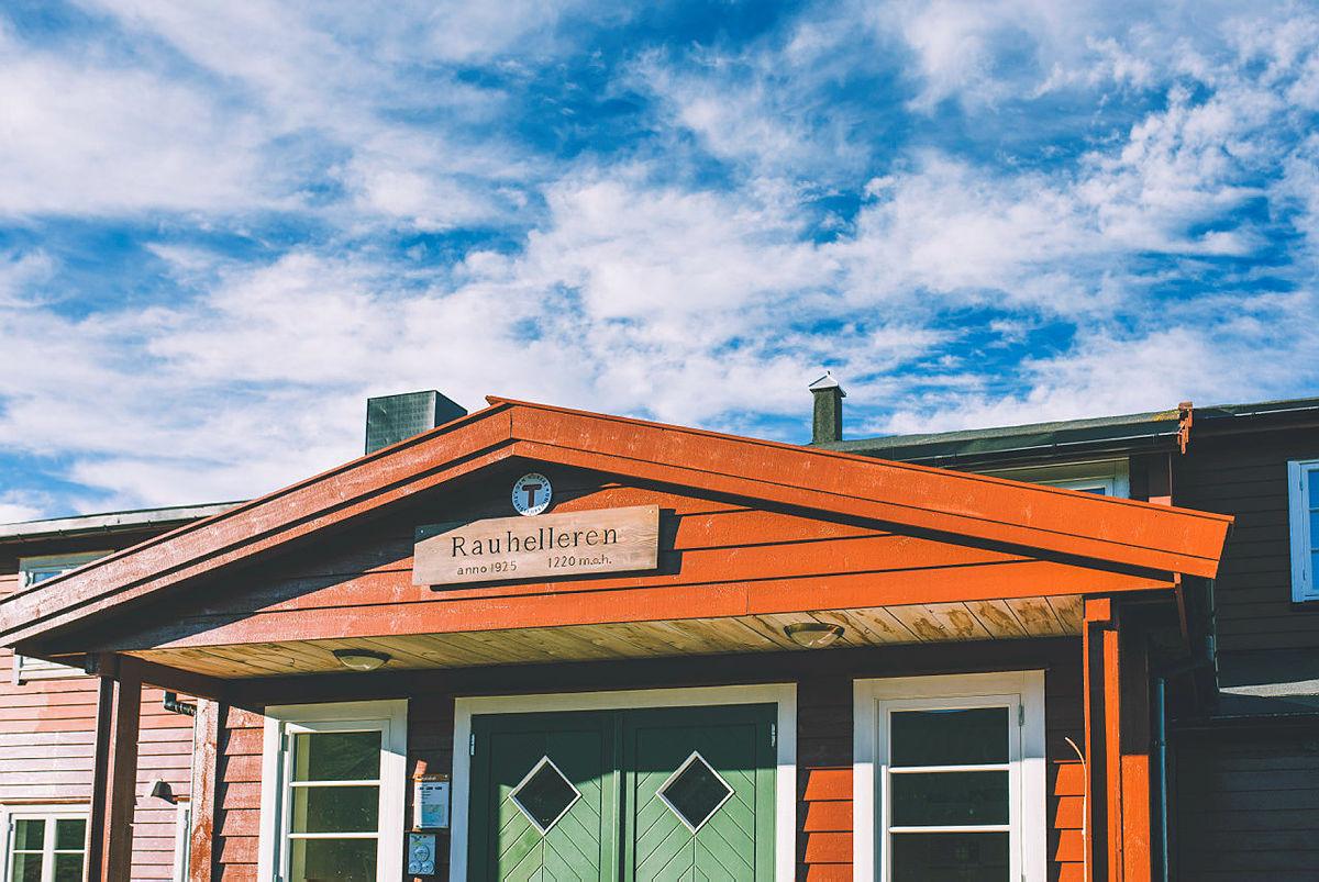 Bilder fra sommeråpning på Rauhelleren og Solheimstulen på Hardangervidda.