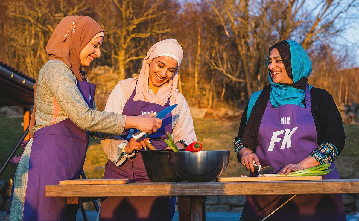 Familien Mir fra Familiekokkene på NRK står for årets Gladmat-rett på Friluftslåven