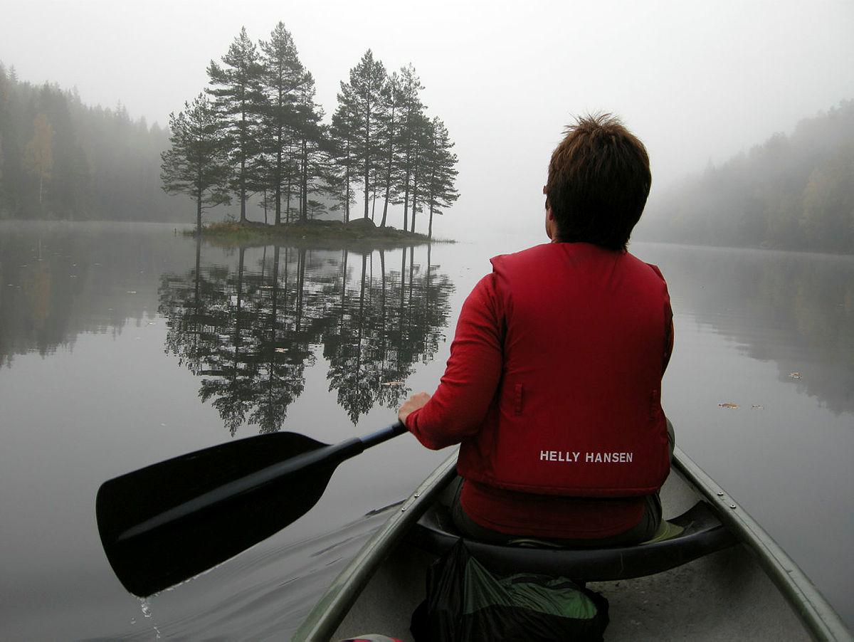 En kanotur på Bærtervann i Østmarka kan gi ro i sinnet.