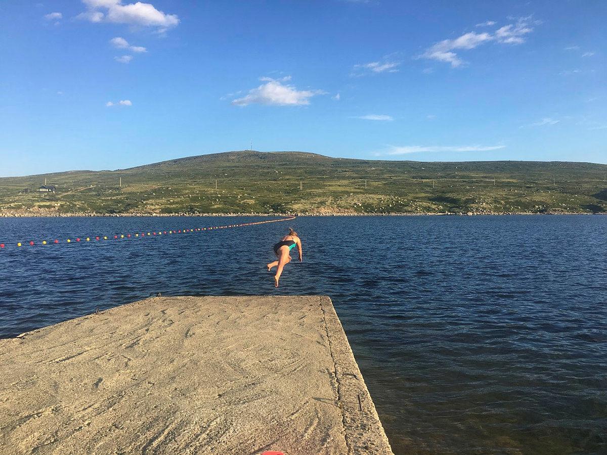Ta en dukkert i Kalhovdfjorden.