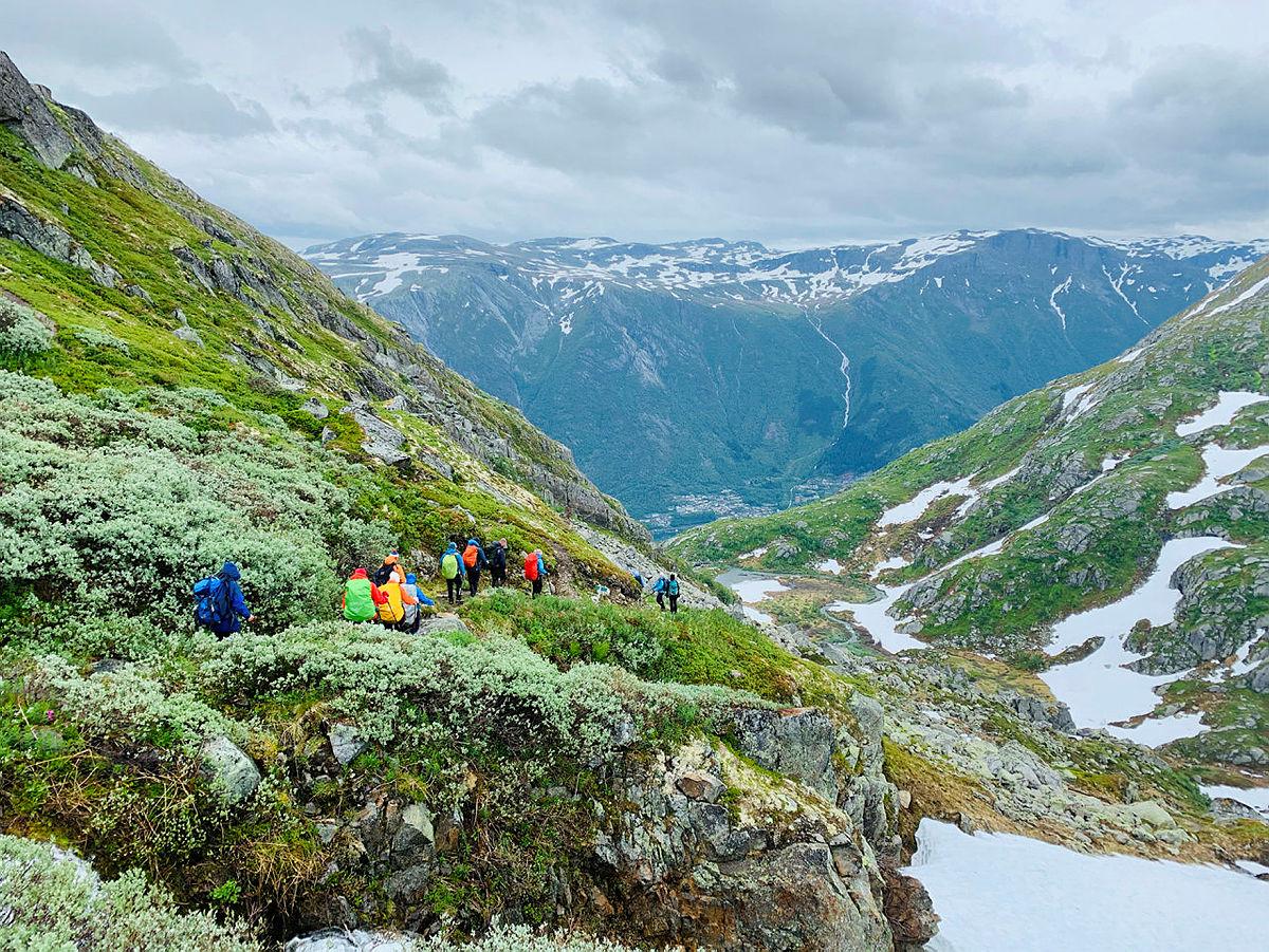 Historisk vandrerute Turistvegen over Folgefonna. Her frå turen ned til Odda i Hardanger.