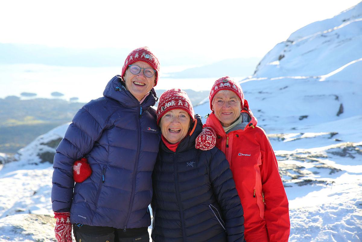 Styreleder i Stord-Fitjar Turlag, Gerda Øen, har mange flotte dugnadsfolk med seg på ulike oppdrag. Her på Stovegolvet.