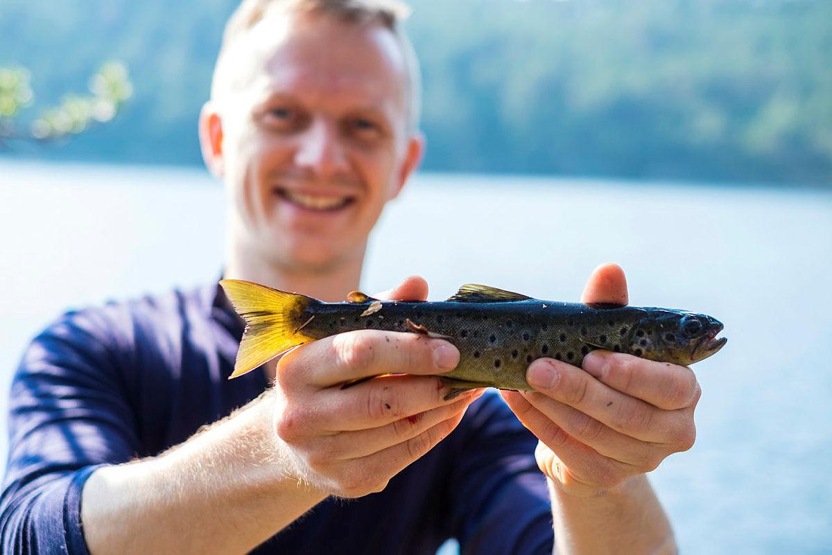 Prøv fiskelykken på turisthyttene i sommer