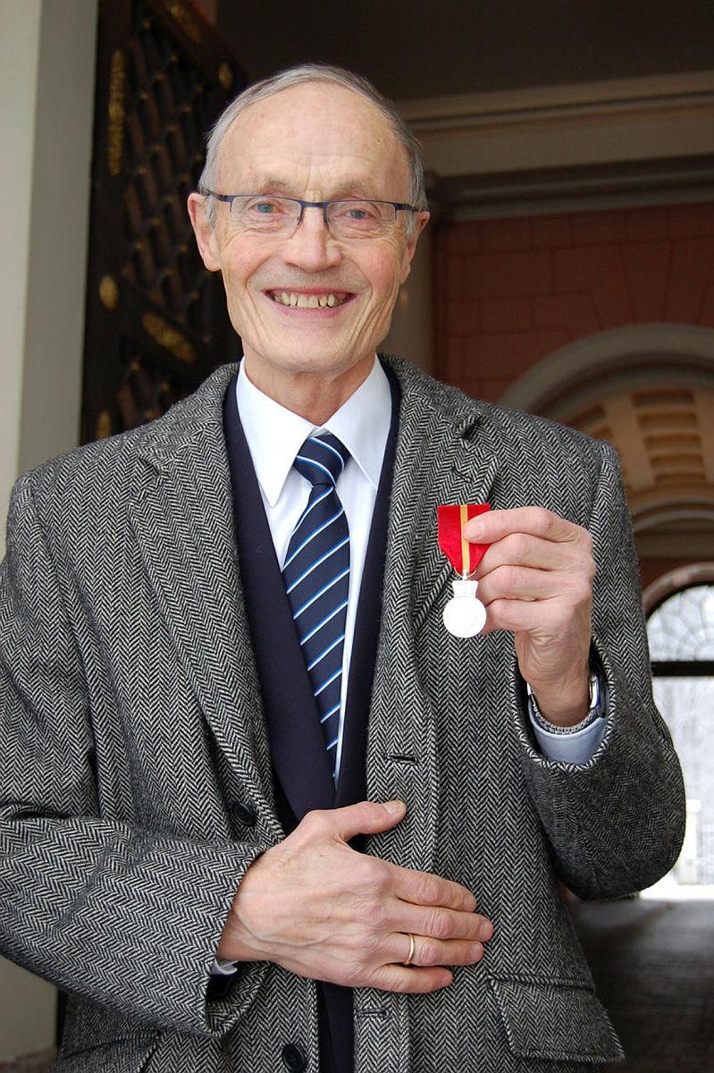 For sin store innsats i turistforeningen er Njål Vadla blitt hedret på så mange vis. I 2002 fikk han turistknappen i gull og i 2010 ble han æresmedlem i samme forening. Gjevest av alt var allikevel Kongens fortjenstmedalje i sølv. Kongen av friluftsliv fikk sin fortjente oppmerksomhet.