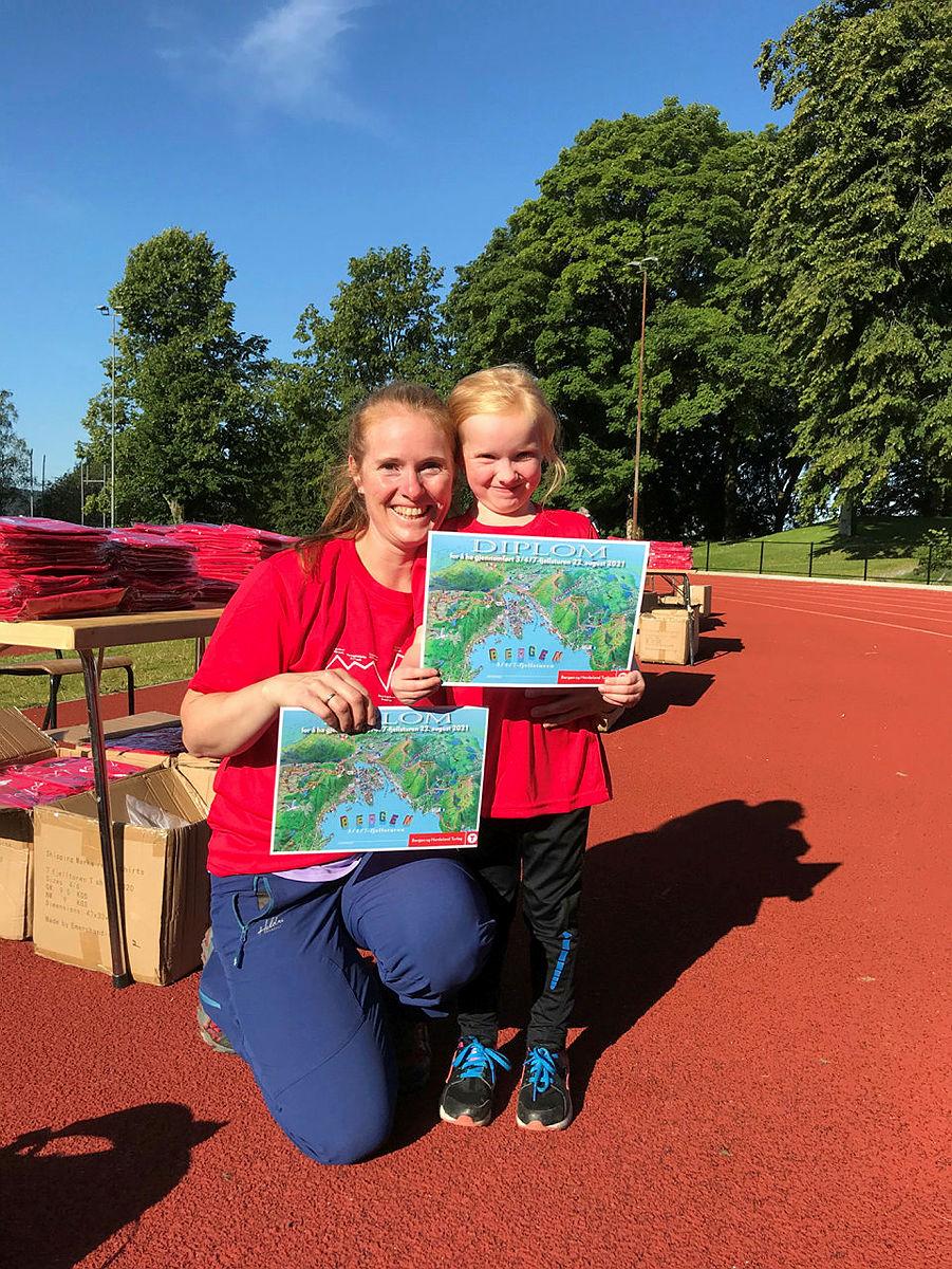Først i mål 3-fjell Karen Mo 6 år og Kjerstin Bertelsen