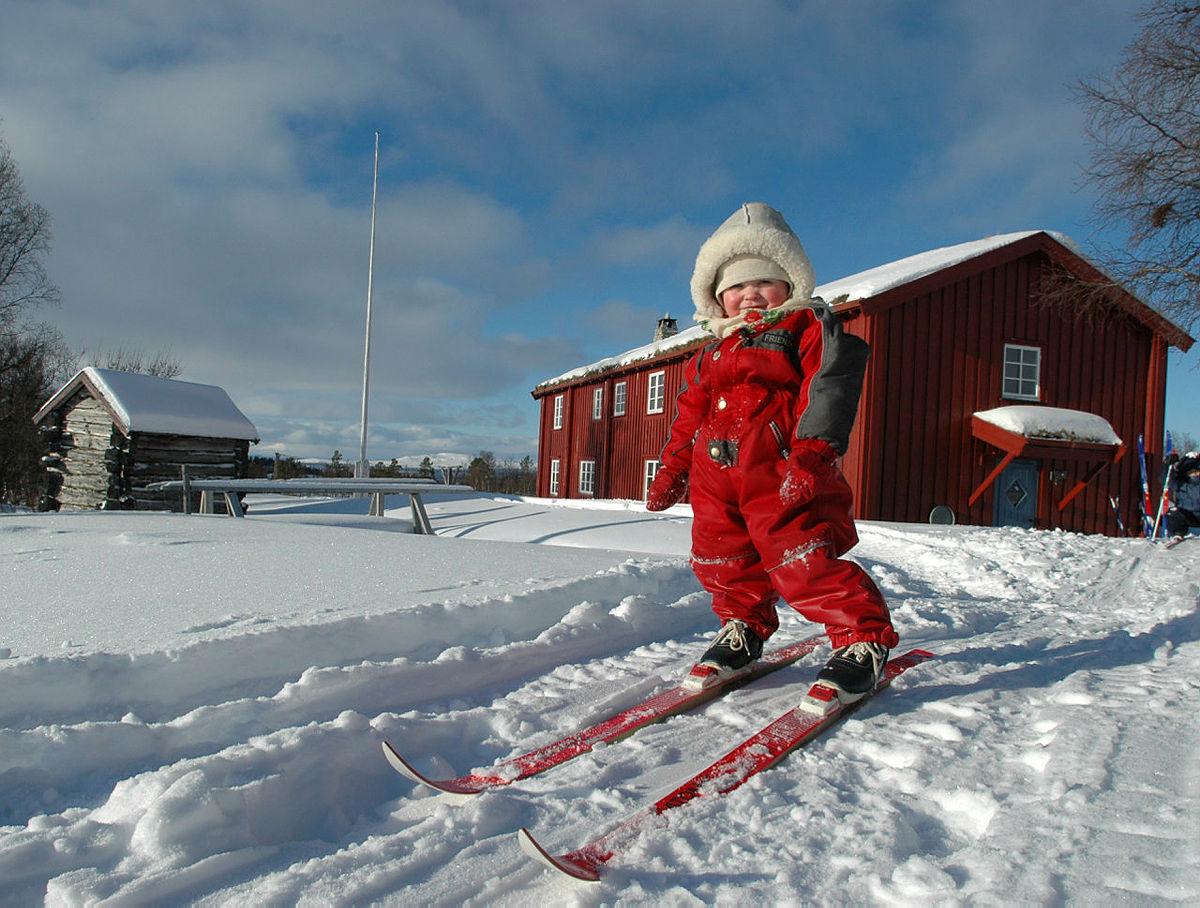 Vinterferie med barn på Svukuriset i Femundsmarka