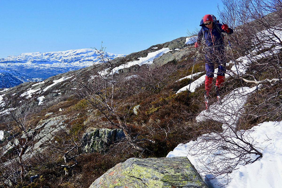 Vårlig i sørhellingene bak Jonstølen, likevel mulig å finne gode renner med herlig påskesløsj.