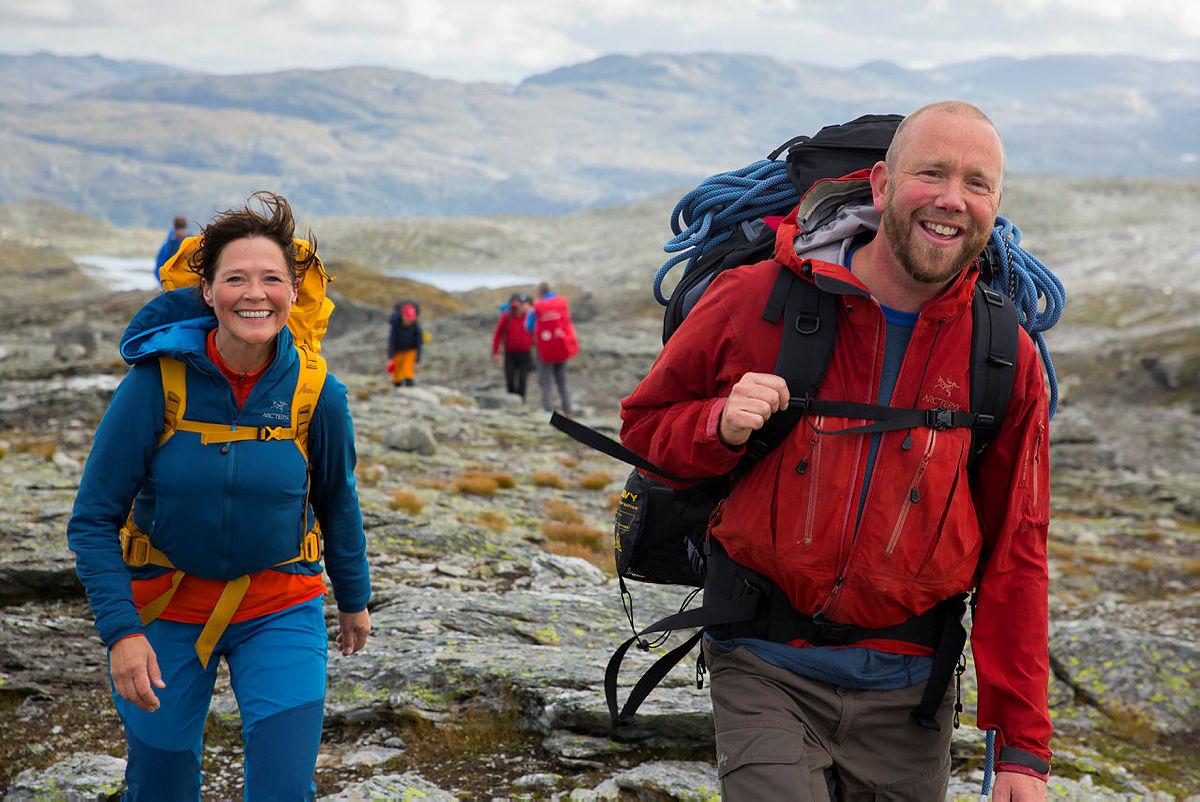 Turen fra Hallingskeid til Osa er helt formidabel og tar deg gjennom høyfjellsterreng og helt ned til Osafjorden.