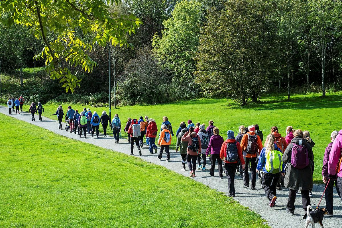 Hverdagstur med Cecilie Skog i Stavanger. 110 personer på tur langs Storhaugturen en helt vanlig tirsdag i regi av 52 hverdagsturer. Turen var et samarbeid mellom Stavanger kommune og STF.