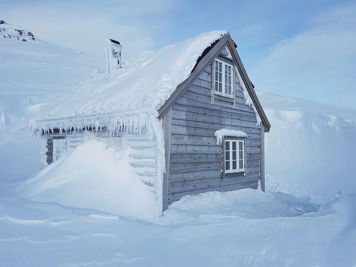 Metervis med snø i fjellet