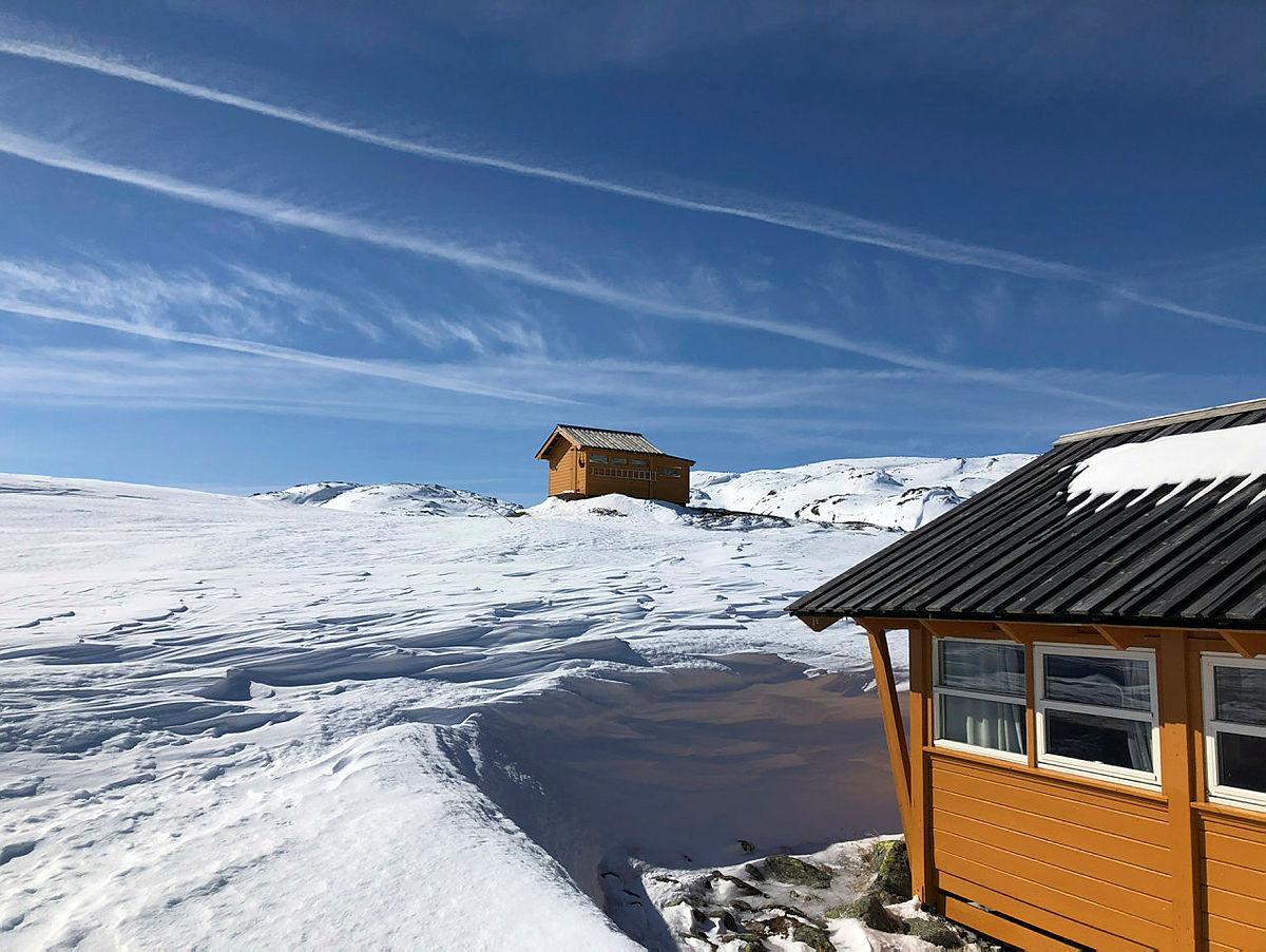 PÅSKESNØ: Flotte forhold. Bildet er tatt mandag 1. april da kvisteløypene inn til hytta ble satt.