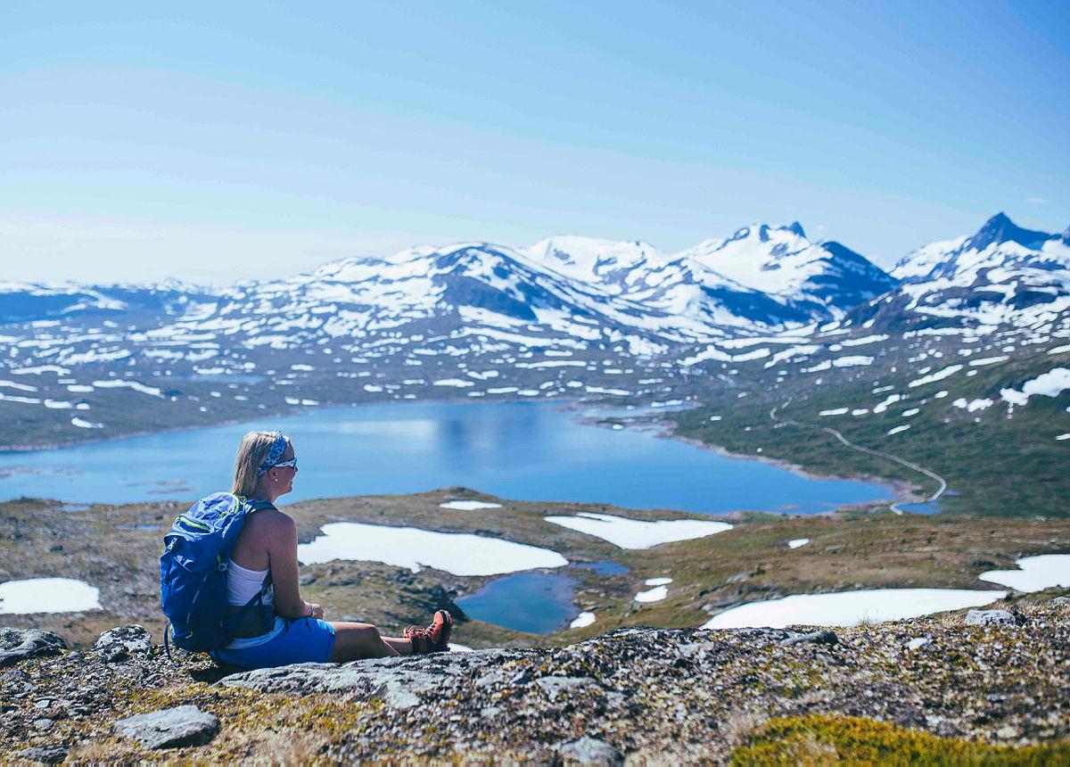 Utsikt fra Utsikten (Tyinholmen) inn i Jotunheimen. Uranostind til høyre.