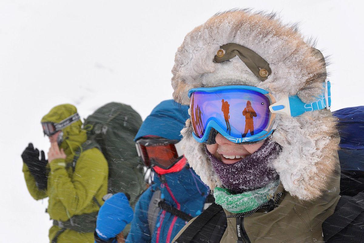 ... med slalombriller og hetten snørt godt igjen blir det lunt og trivelig, uansett vær.
