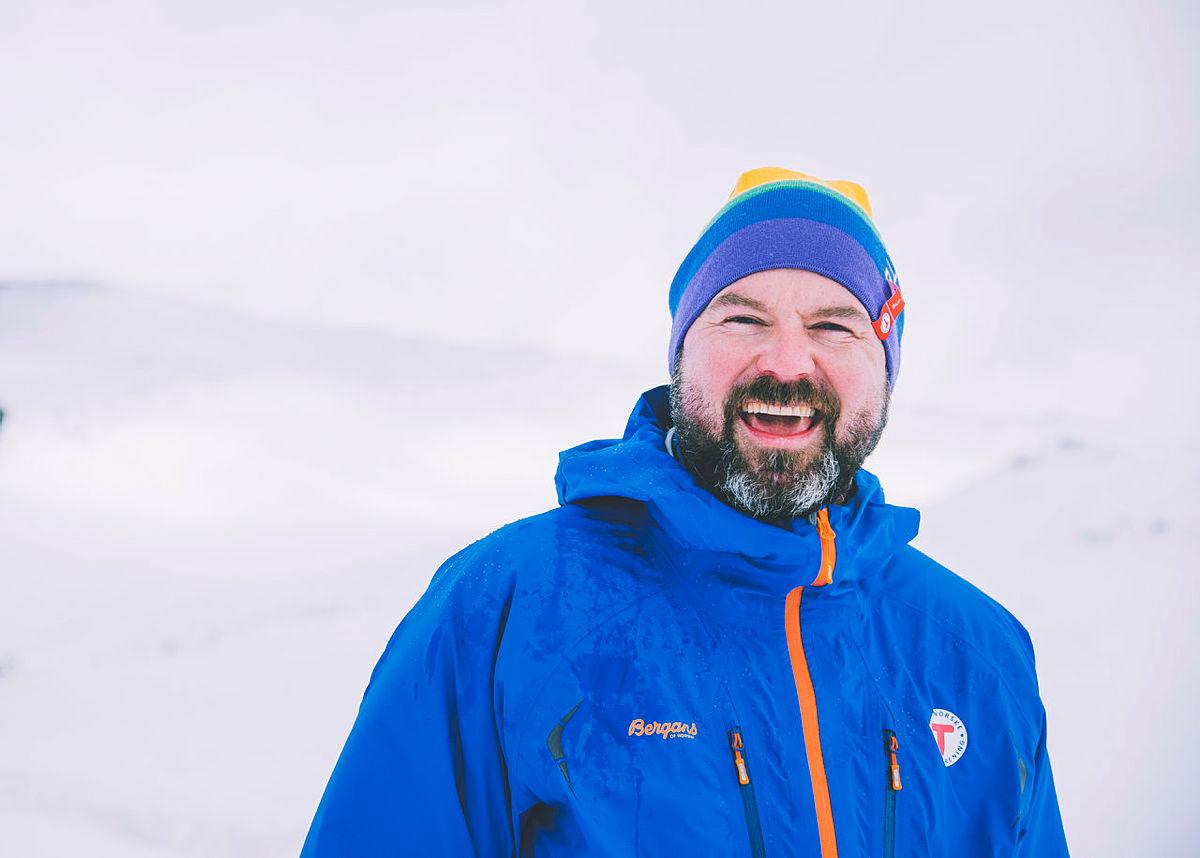 Generalsekretær i DNT, Dag Terje Klarp Solvang, med regnbuelua.