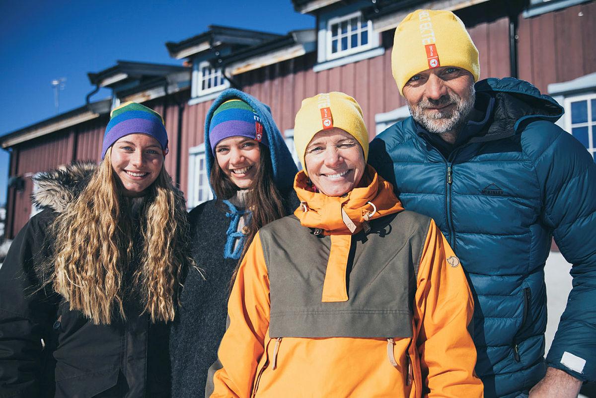 Familen Grøntjernet ønsker velkommen til Liomseter Turisthytte.