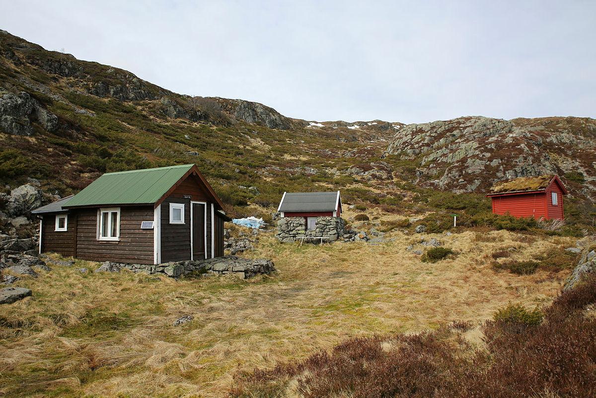 På vei ned mot Årbakka.