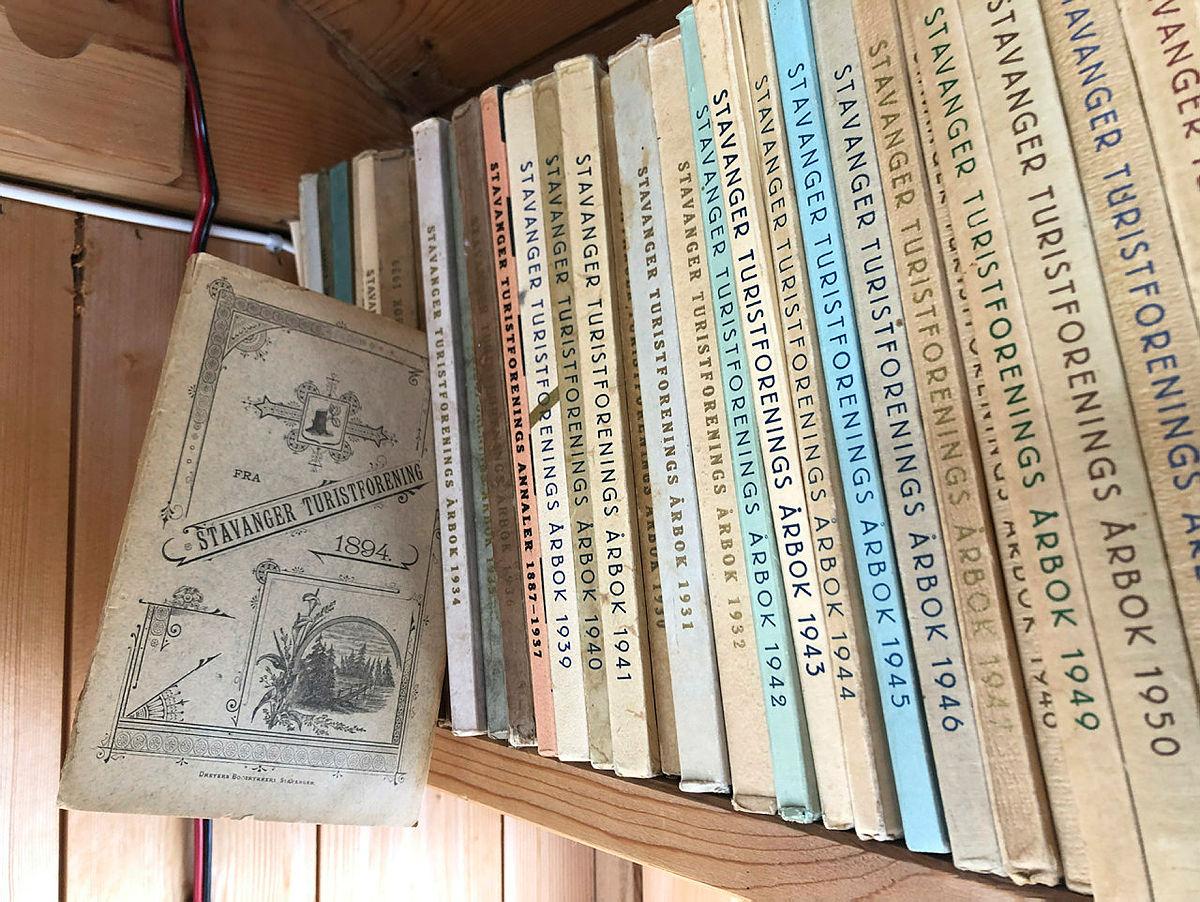 Det er masse god litteratur i hyllene.