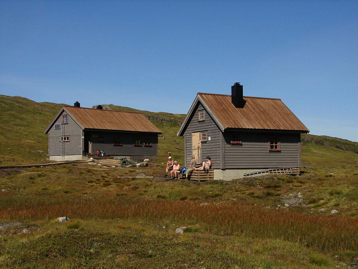 Området mellom Hamlagrø i Bergsdalen og Bergen Turlags turisthytte Vending, og hytten.