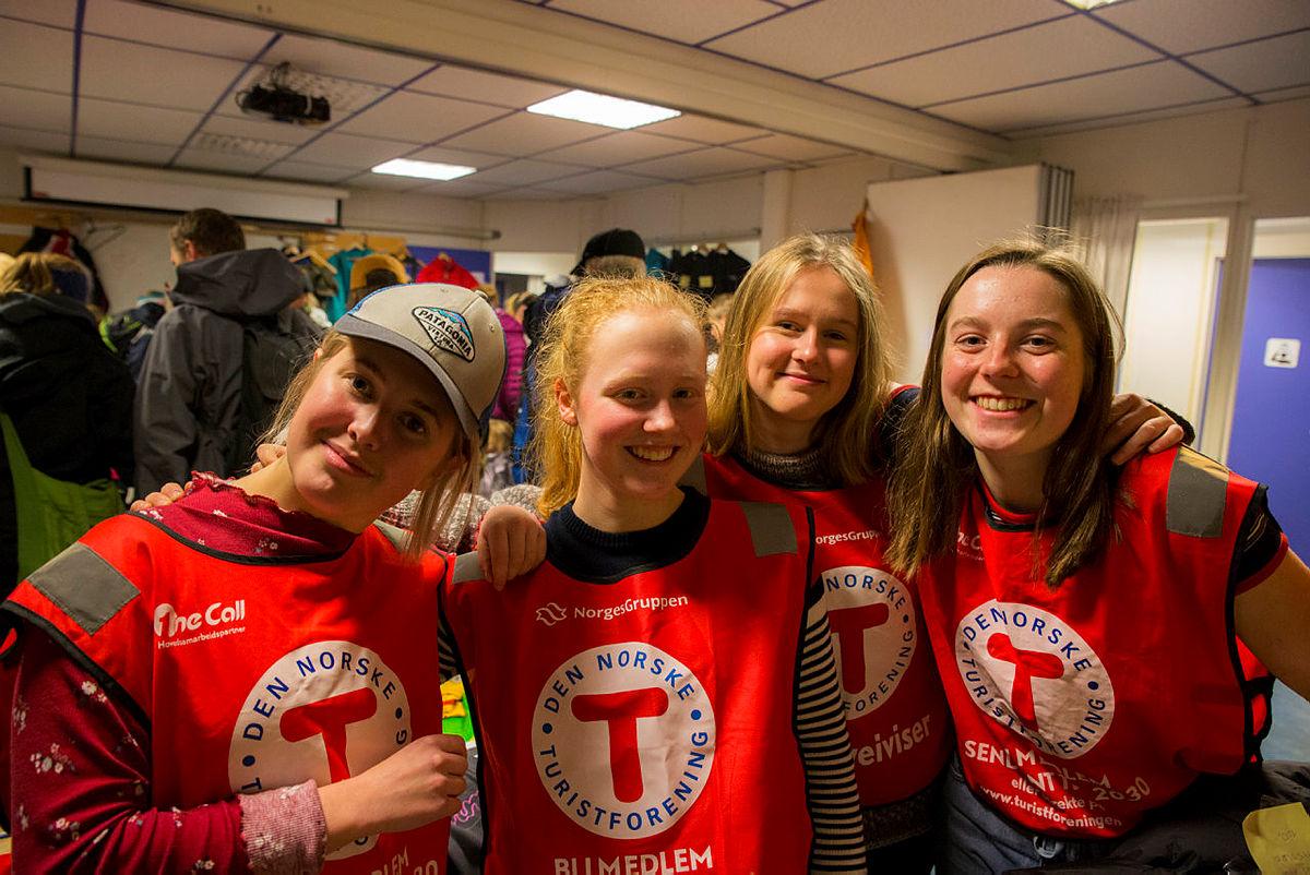Emilie Lindborg, Oda Magrete Aarland, Åse Helgeland Pedersen og Frid Festø stilte som frivillige på Grønn Fredag i Bergen.
