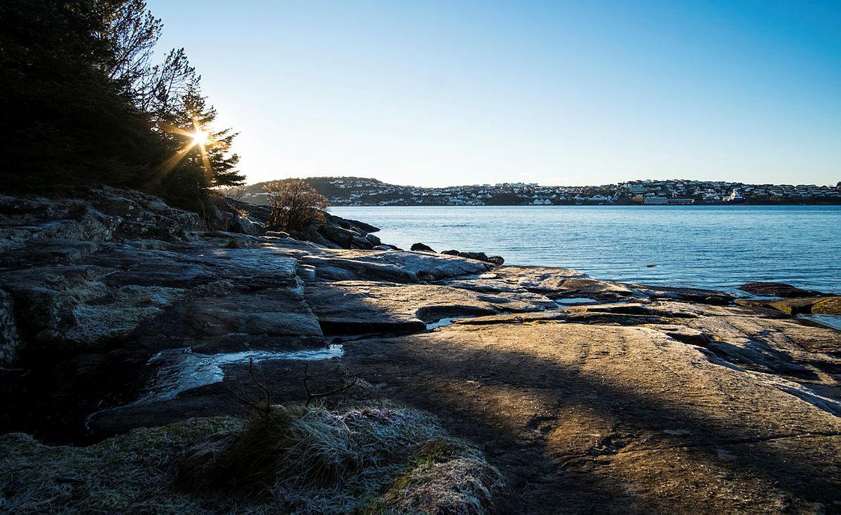 BYNÆRT: Lundsnesturen og Hundvåg rundt er to turer som gir deg frisk sjøluft. Her fra sjøen ved Trollskogen.