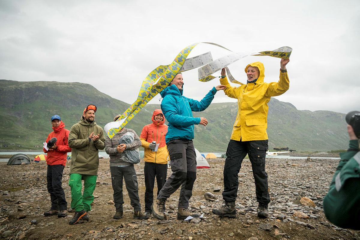 Vinnere av Gnagsårprisen og Festivalflaxen på Vinjerock 2019. Utdelt av leder i DNT ungs festivalkomité Oda Siebke Løge.