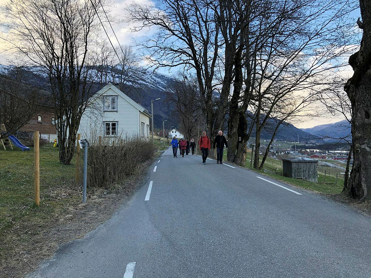 Tur rundt Lundarvatnet, 29. april 2021.