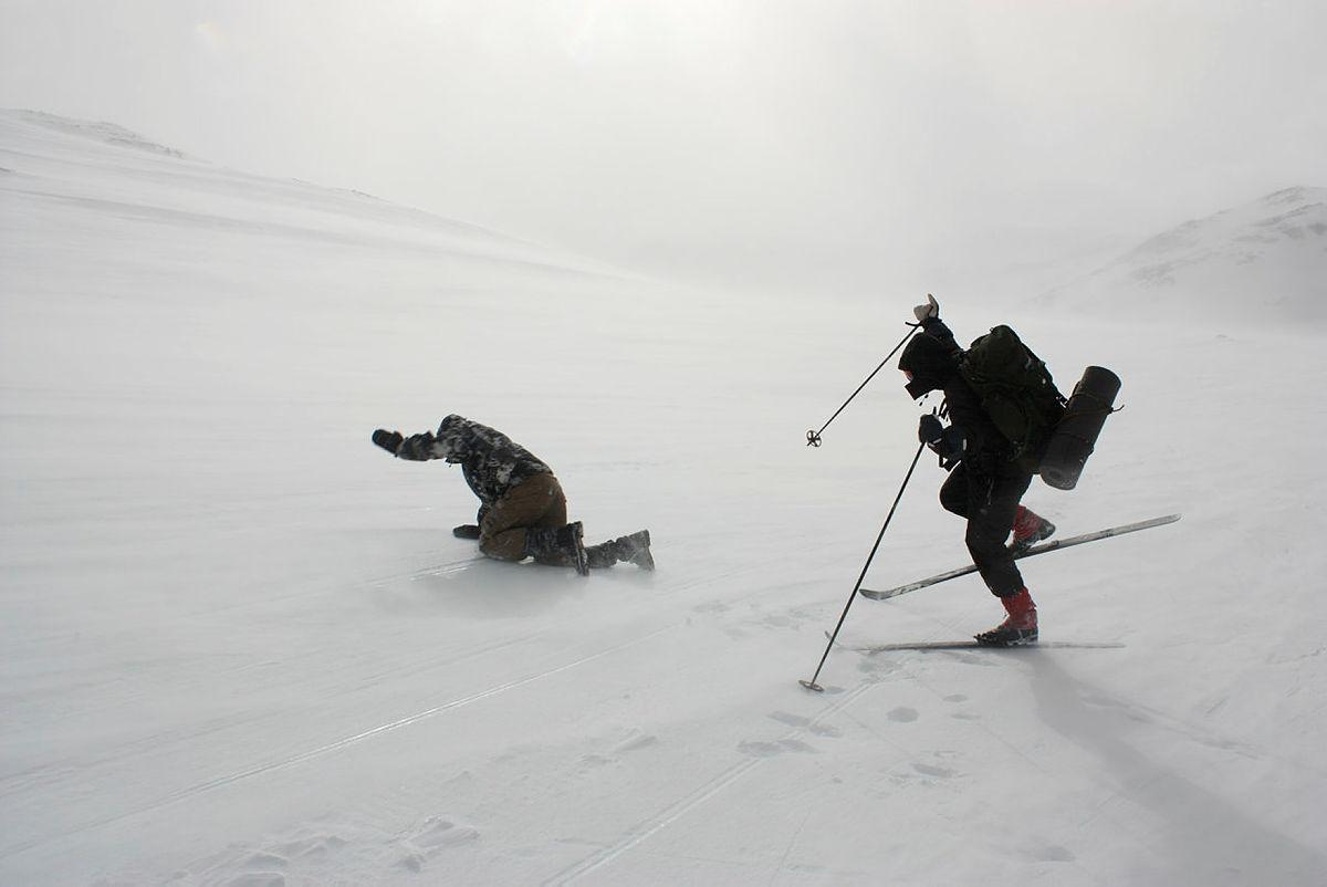 Vintertur DNT ung på ski i uvær, 2015.