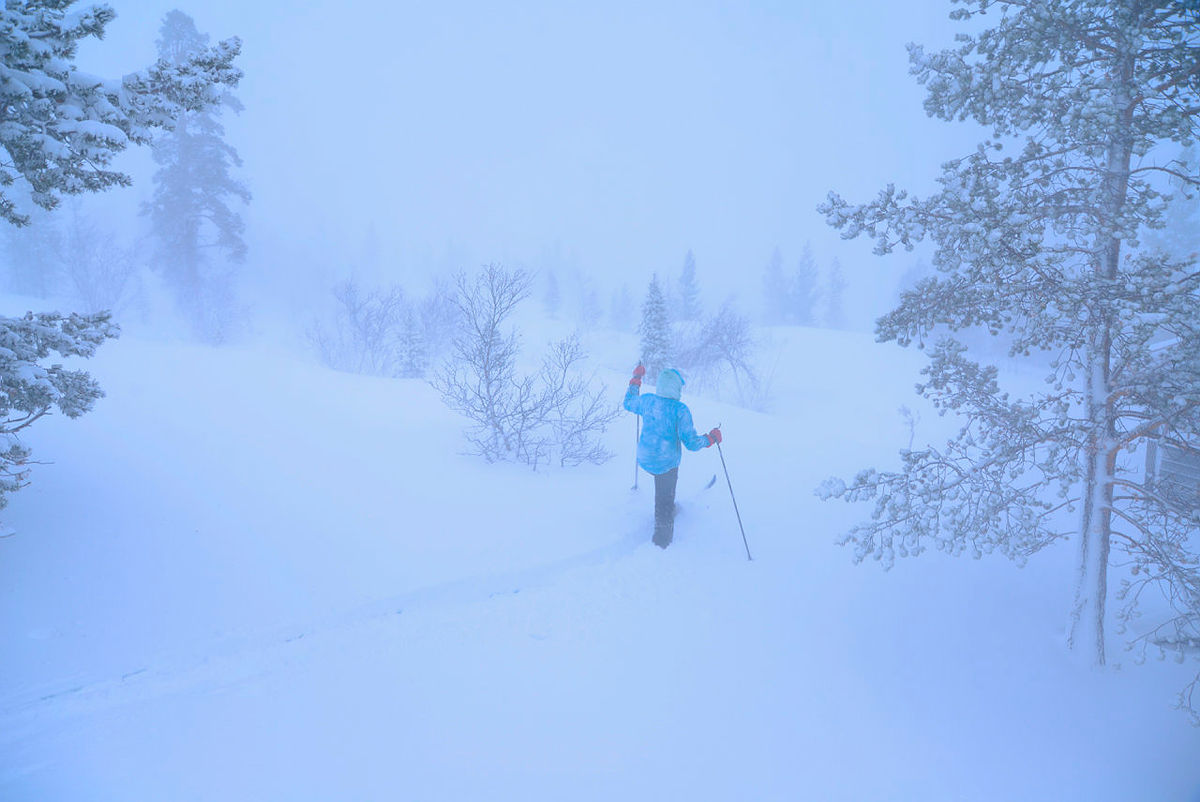 Flott skitur i det hvite landskapet. Etter mange stavtak begynner været å lette og vi finner etterhvert fram på Saltfjellet. Gode saker!