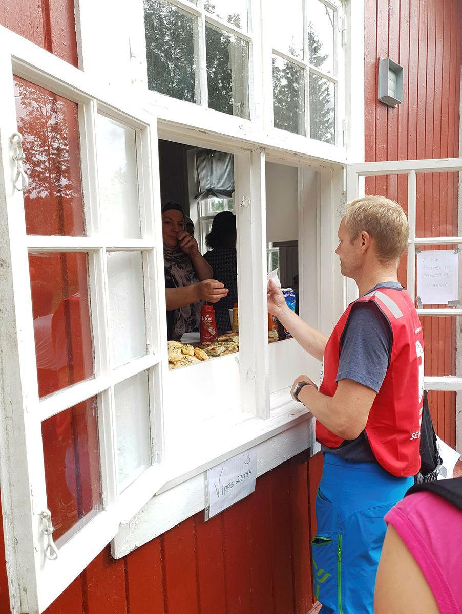 Nydelig matservering på Blektjern av damene fra Jasmin kvinnenettverk.