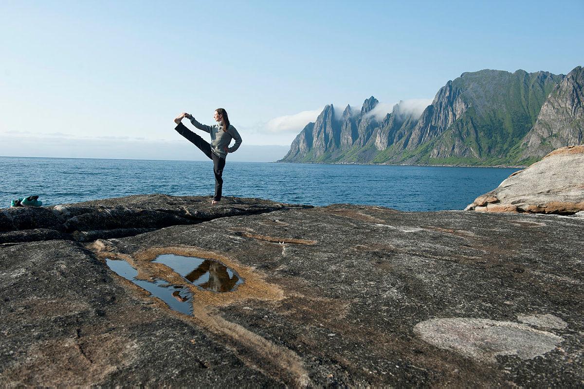 Kombiner kajakk med yoga og overnatting.