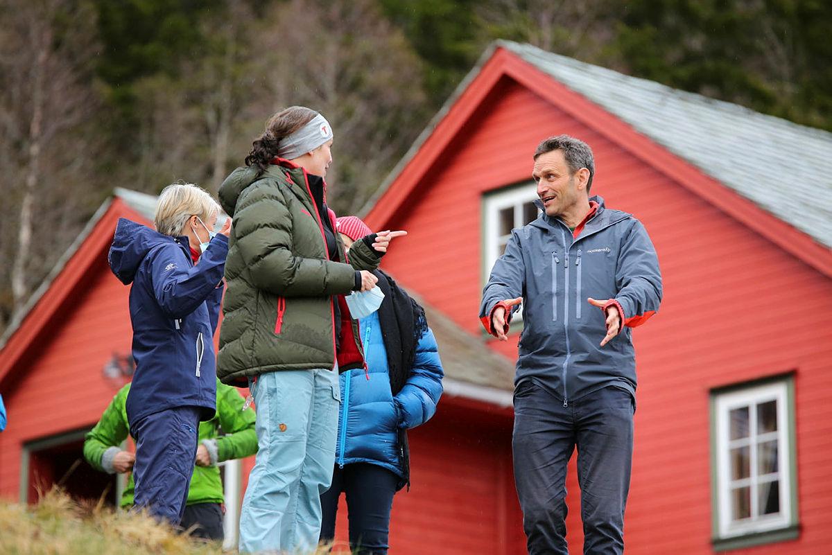Naturvernansvarlig i Bergen og Hordaland Turlag, Siren Juliussen Skråmestø, i diskusjon med Arild Hermstad, MDG.