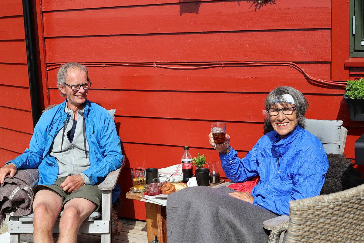 BETJENT: På Stranddalen får du mat på bordet og drikke i glasset.