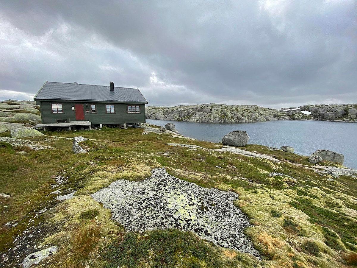 Bilder fra Eidavatn turisthytte i Hjelmelandsheiene.
