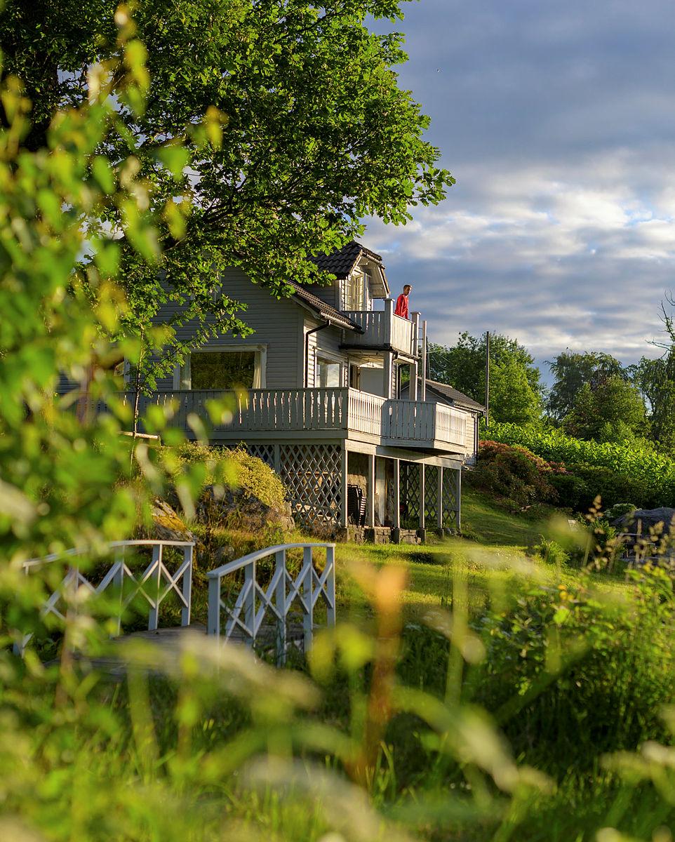 Nodhagen turisthytte i Sandnes. Tidlig sommermorgen med flott lys og soloppgang.
