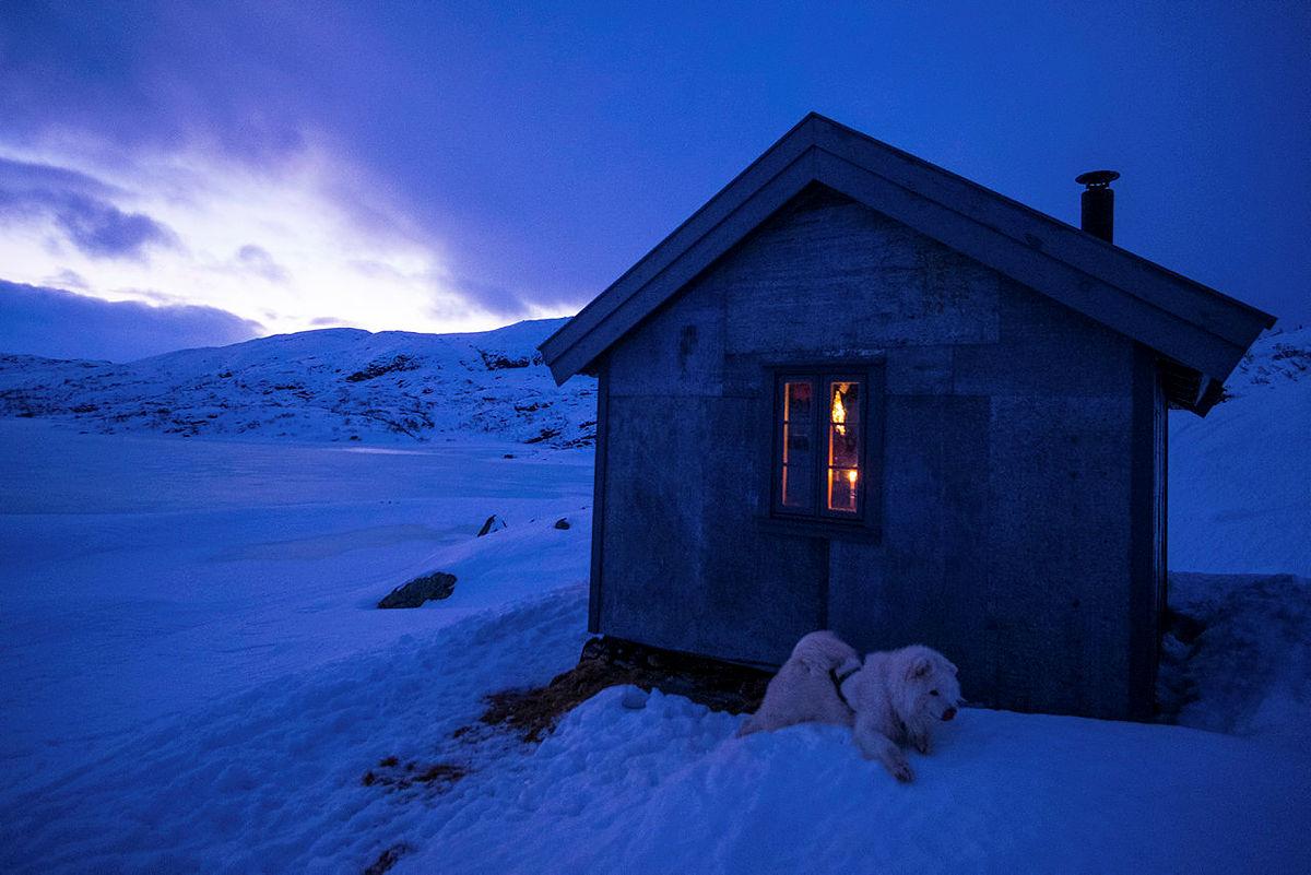Romantisk vinterlys ved Heiberghytta