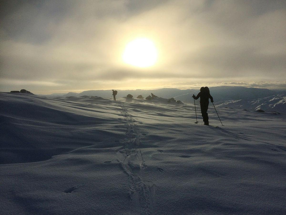 DNT ung på skitur i Masfjorden.