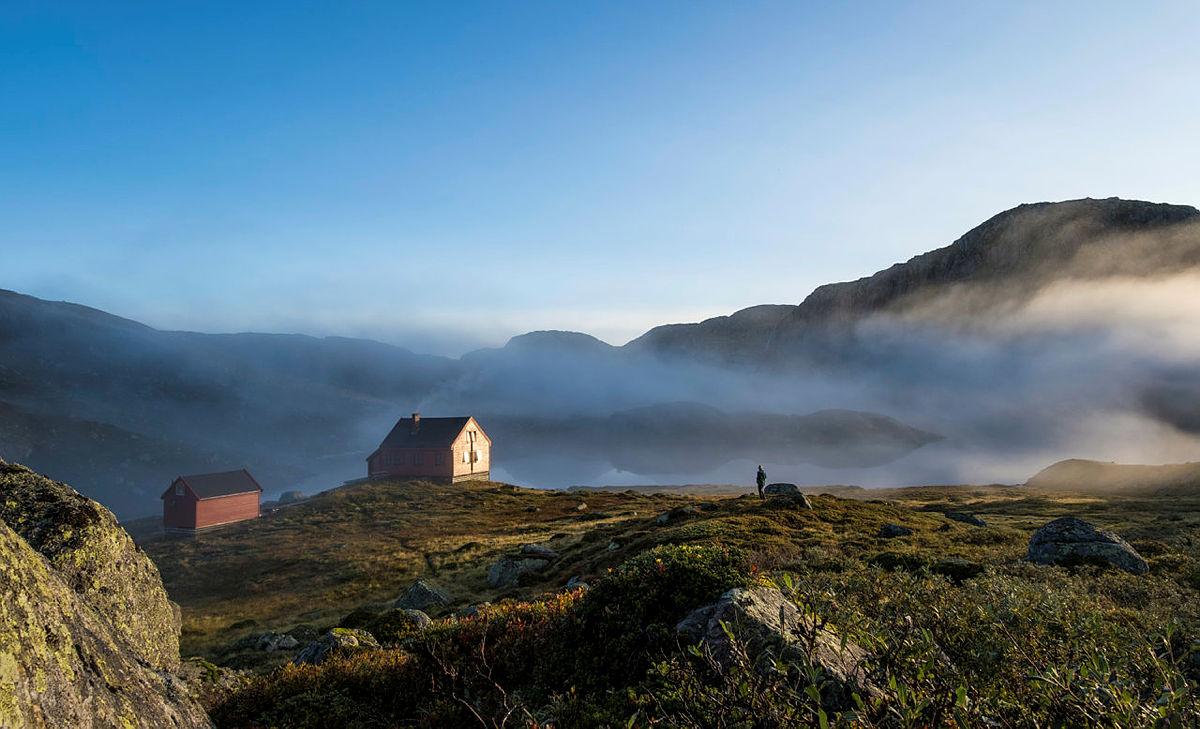 DNT har over 500 selv- og ubetjente hytter. Her fra Stakken turisthytte i Hjelmelandsheiane.