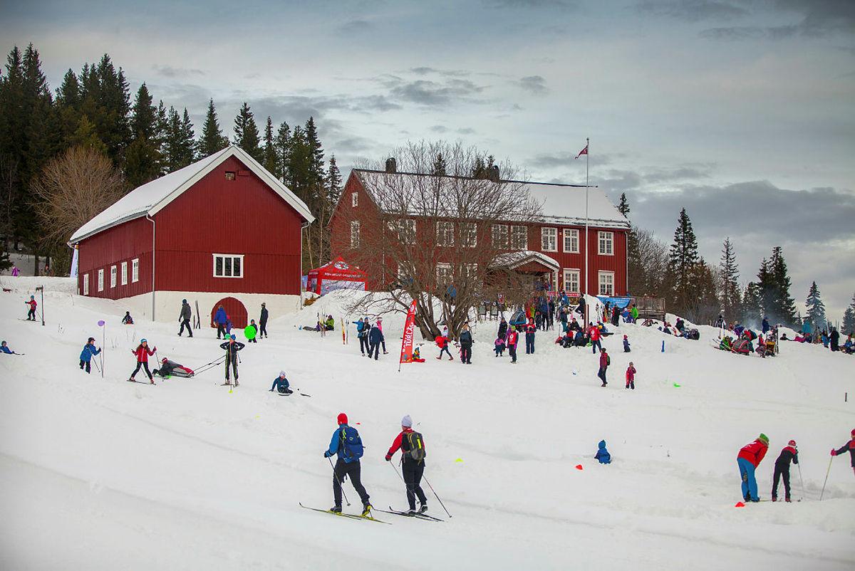 Serveringsstedet Rønningen gård er turens høydepunkt.