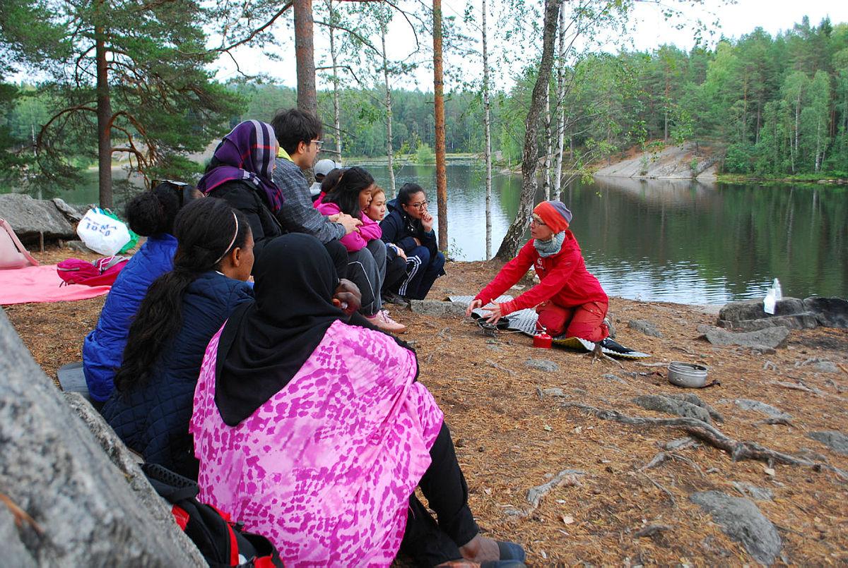 Her er deltakere på Ferskingkurs ved vakre Ulsrudvann.