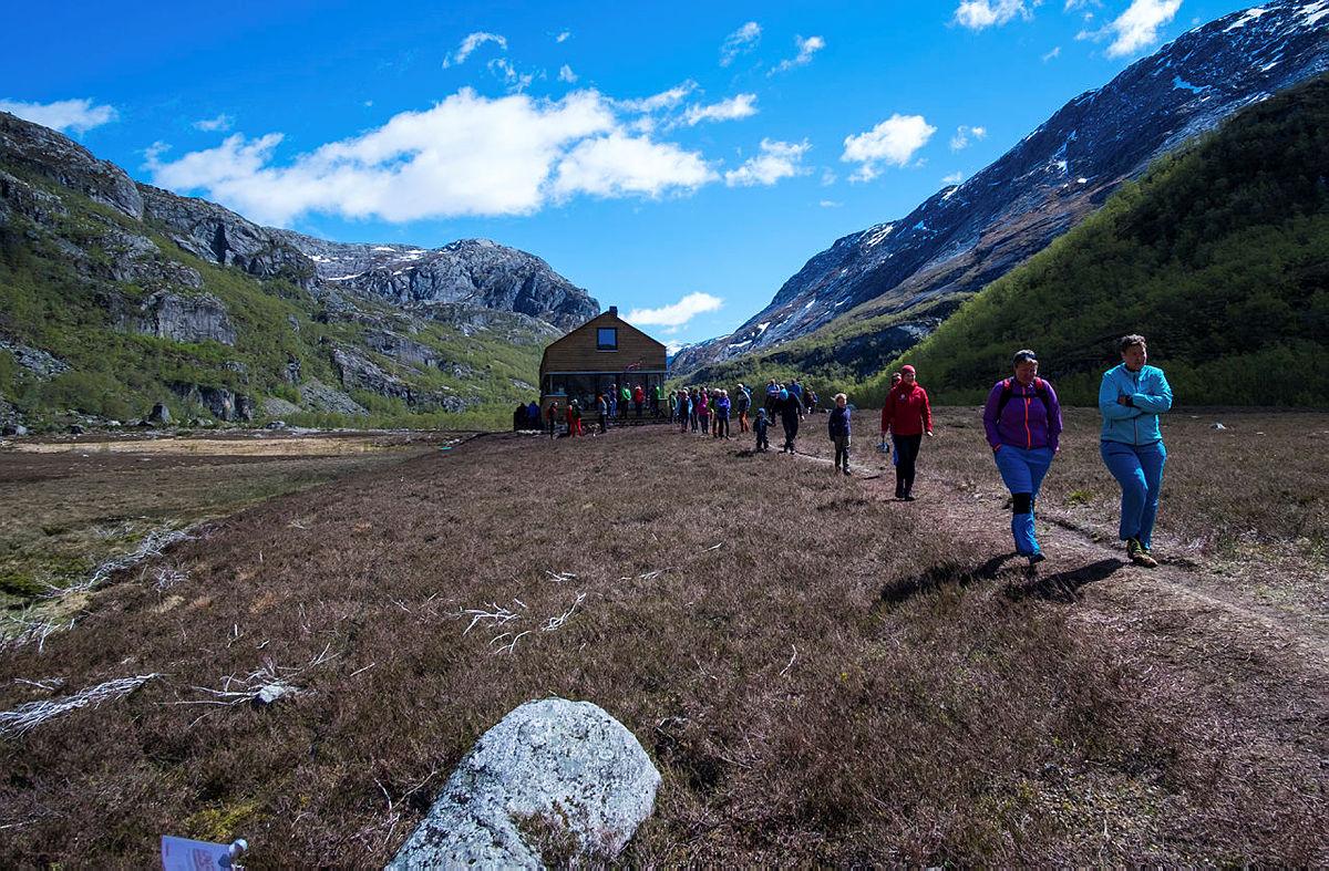 Åpningsfest for ny turisthytte i Viglesdalen i Ryfylkeheiene.