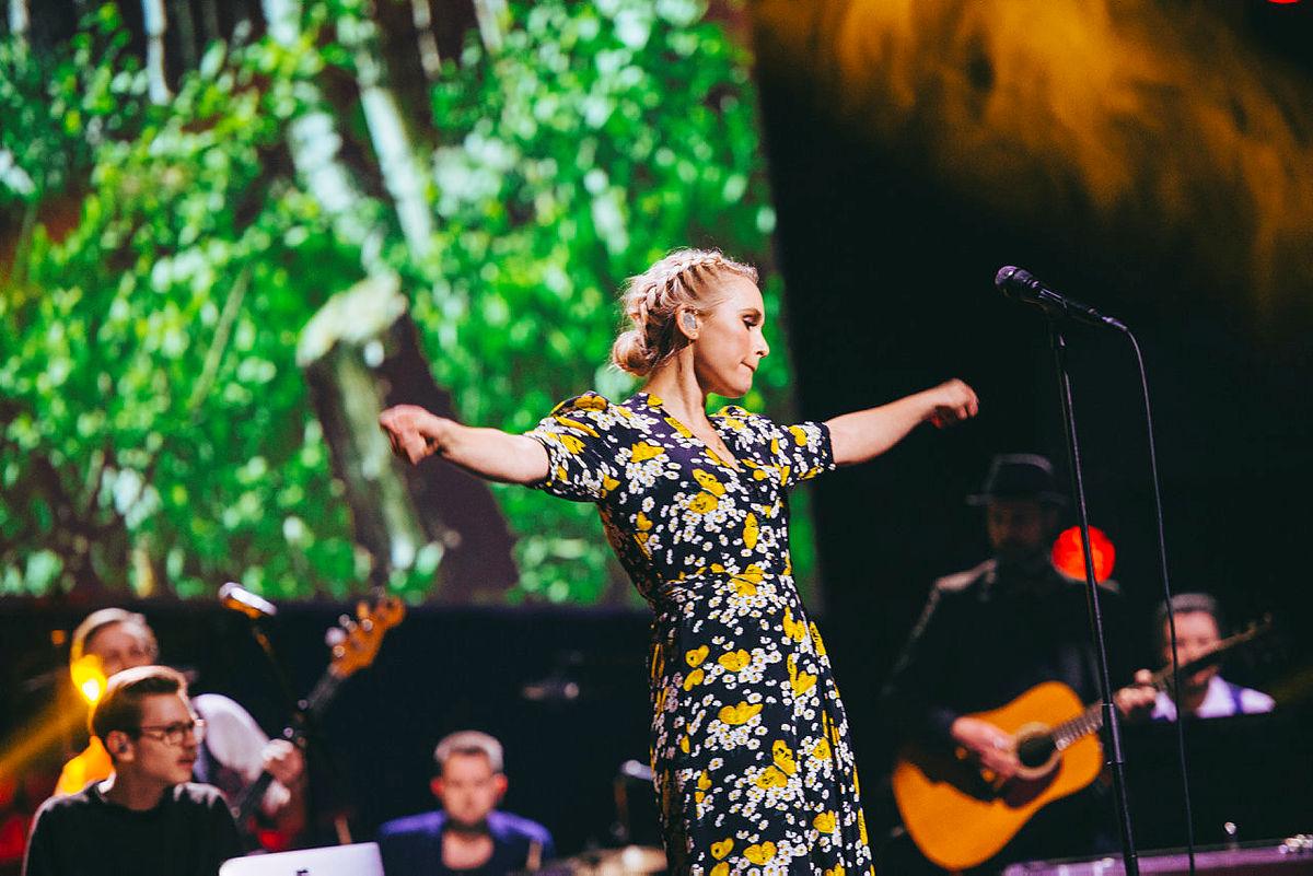 """Eva Weel Skram sang """"Om du vil"""" under DNTs 150-årsjubileum."""