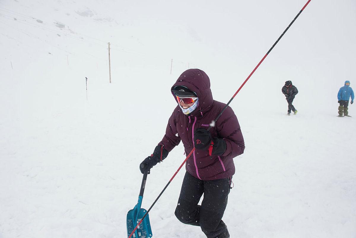 Bilder fra skredkurs i Sogndal 10-12. februar 2012. Bildet av Margrete Skårhaug Solvi, 16 år fra Luster