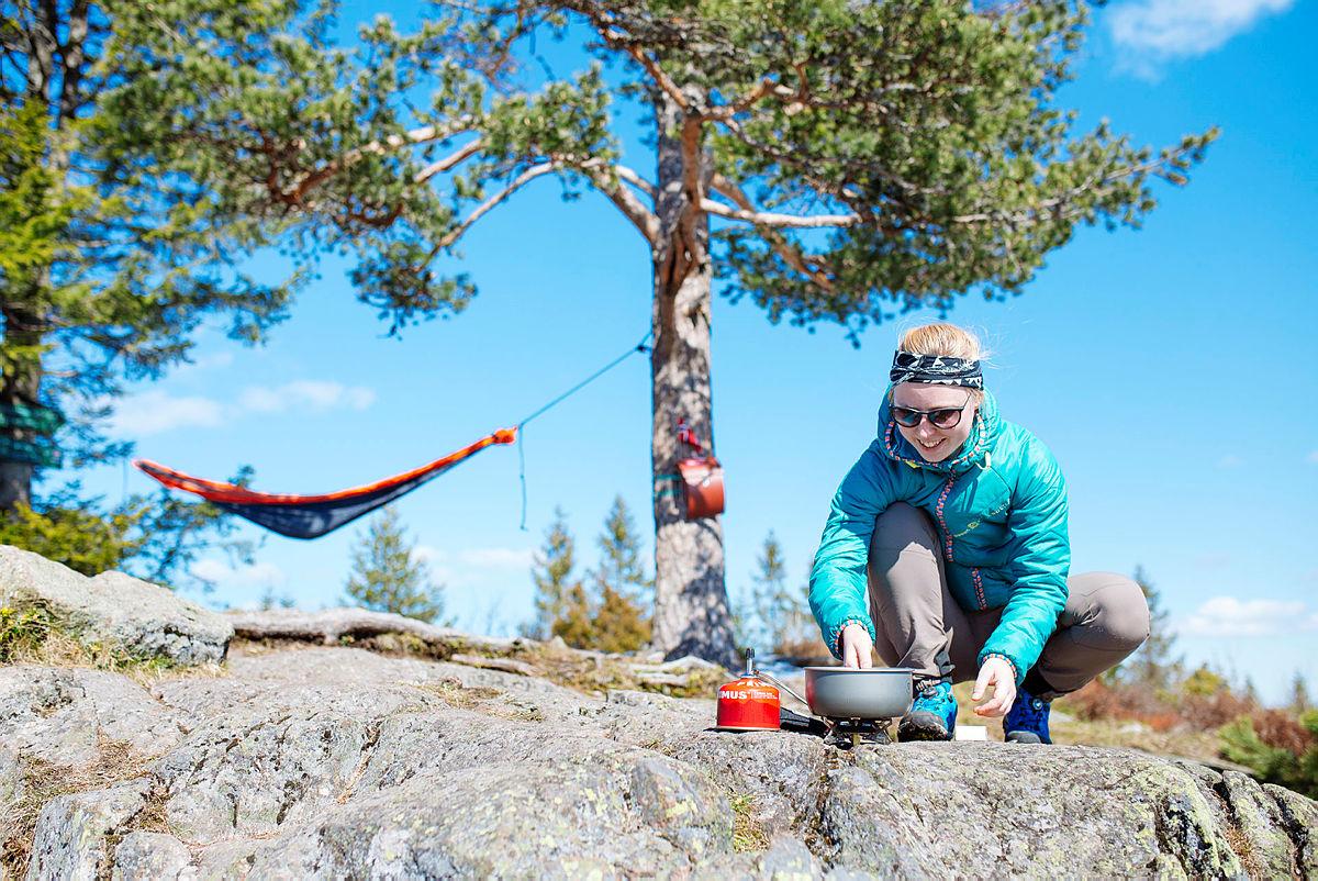 Bruk av primus. Bilde til Fjell og Vidde.