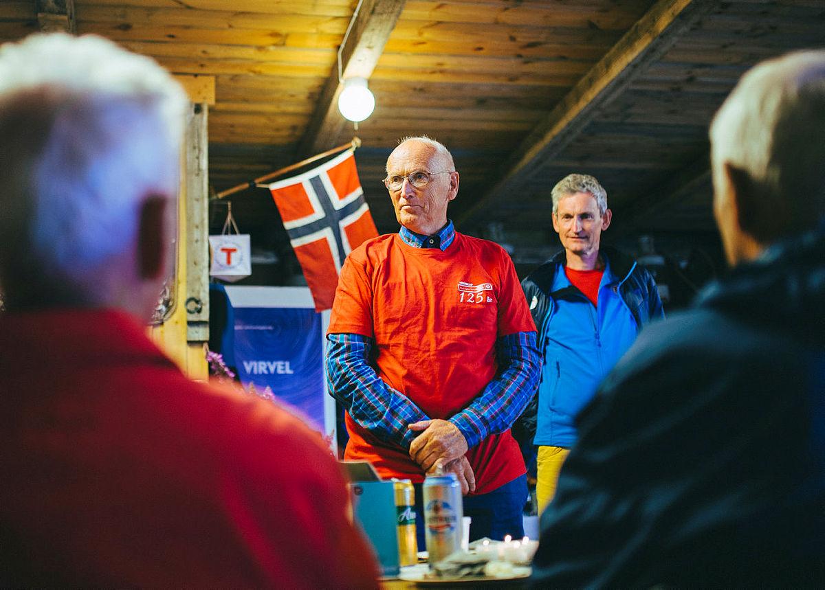Valter holder tale under middagen på Store Torungen under Arendalsuka.