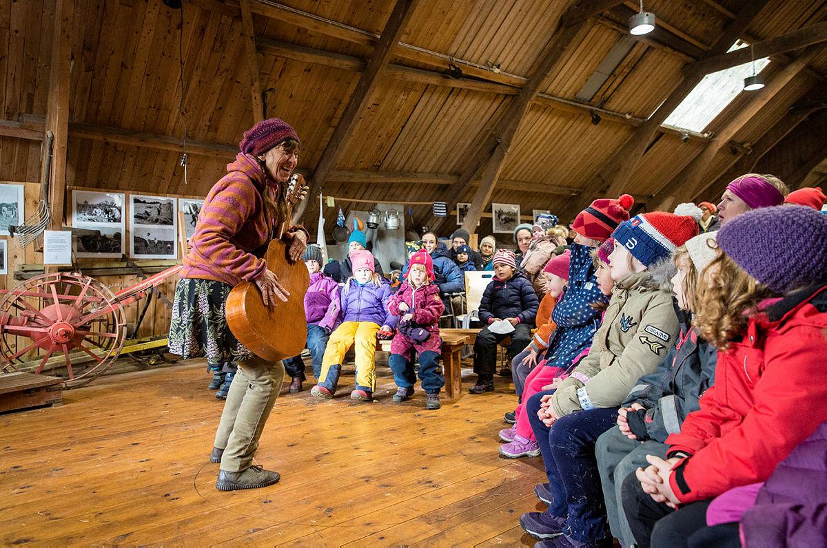 Fortellerstund på låven, Kom deg ut-dagen på Dyrsnes i 2019