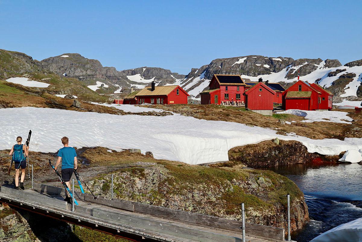 Enda litt snø rundt Stranddalen, men det smelter godt nå!