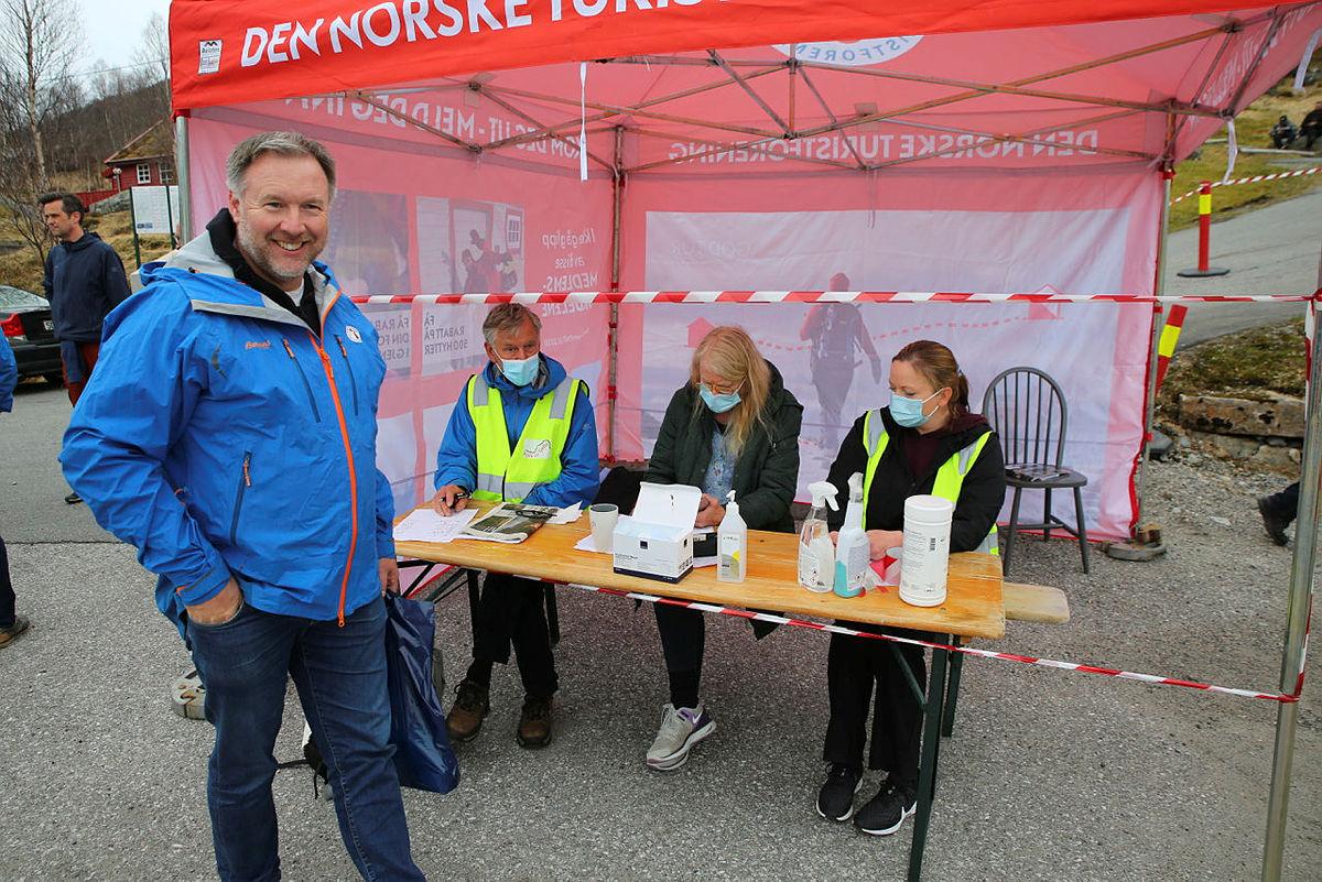 Styreleder i Nordhordland Turlag, Børge Brundtland, stilte opp på markeringen.