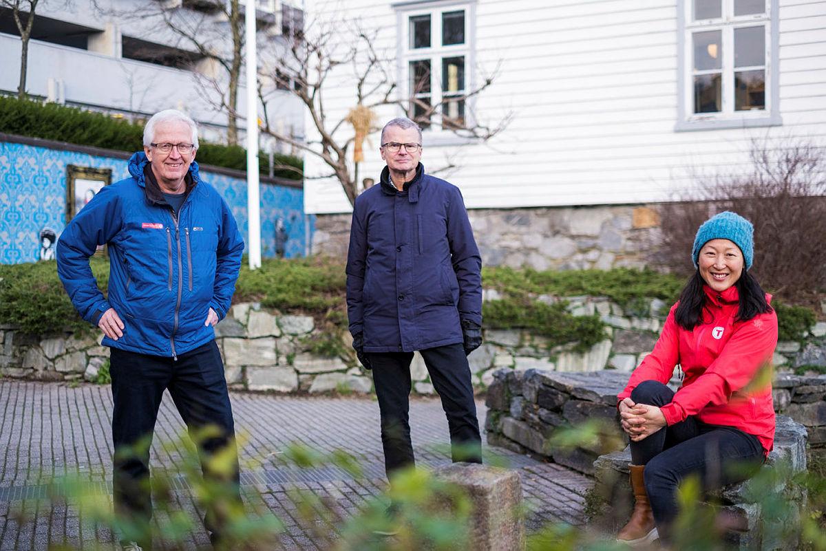 LANGVARIG: Samarbeidet mellom Stavanger Aftenblad og Stavanger Turistforening om Skiskolen strekker seg over 60 år tilbake i tid. Fra venstre: Pensjonert daglig leder Kjell Helle-Olsen, Aftenbladet-redaktør Lars Helle og leder aktivitet Jane Byberg.
