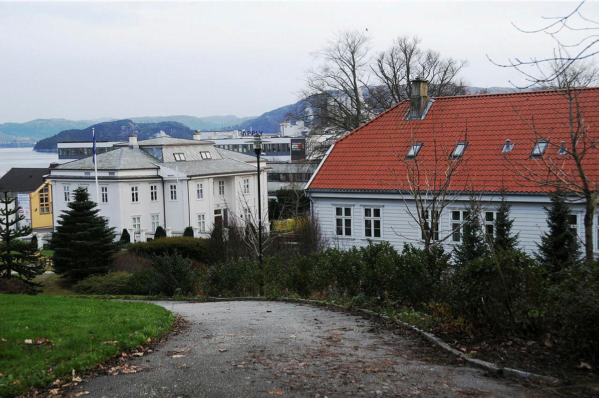 Turveien ved Køhlereiendommen. Frida Hansens store hus - Hillevågsturen  #3