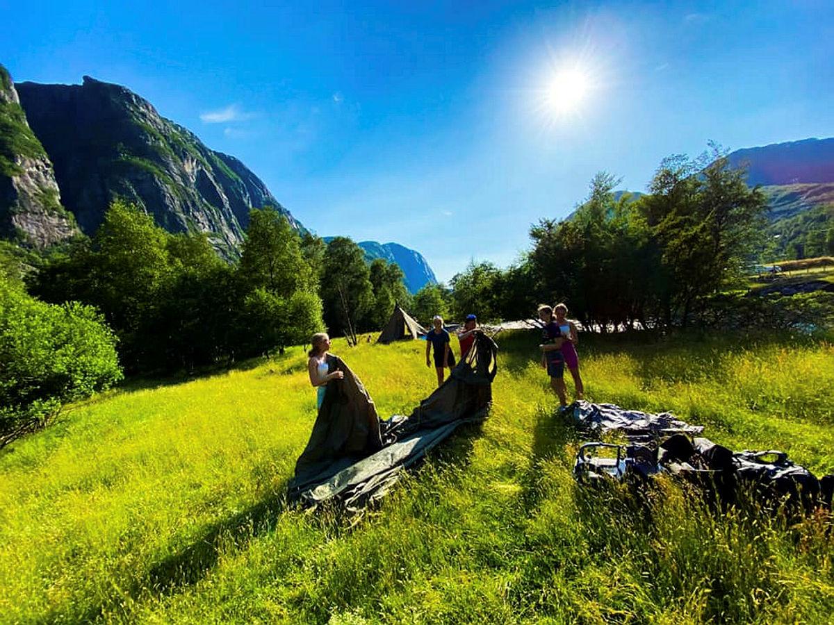 Sommerleir på Lysefjorden Turisthytte